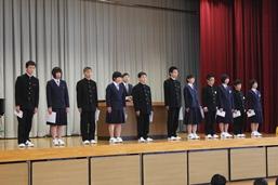 各学級の評議員が認証されました。リーダーとしての活躍を期待します!